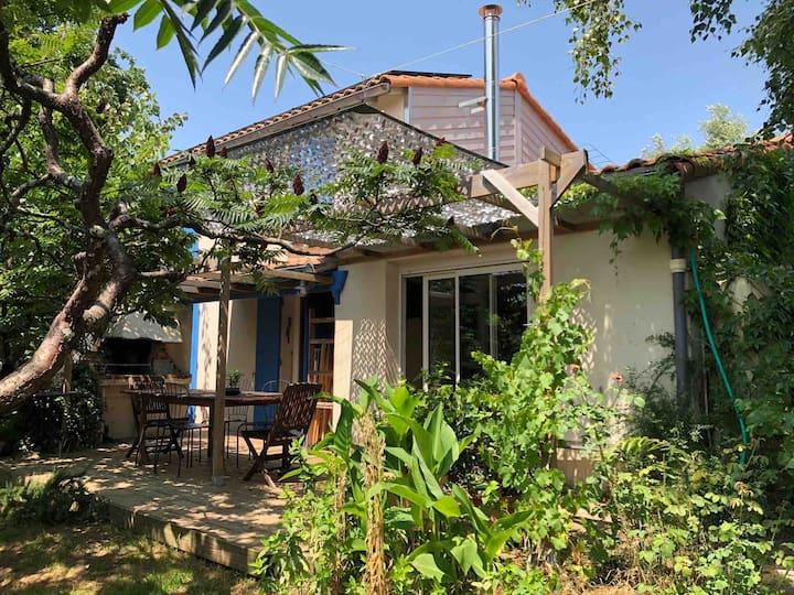 Petite maison dans la verdure