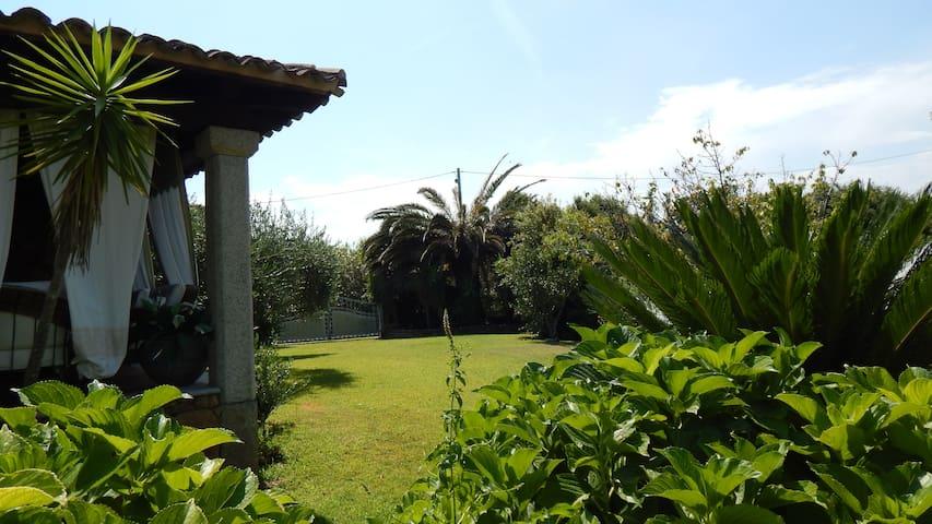 Vicino LaCinta ampio giardino