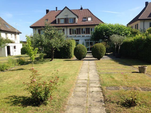 Room (1-4) / Villa close to Zurich. - Lenzburg - Vila