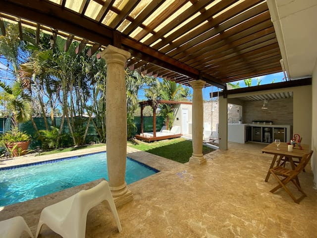 Relaxing Oasis with Pool and Cabana. Pet friendly