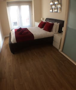 Luxury Basingstoke 2 Bedroom Apartment & Balcony - Basingstoke