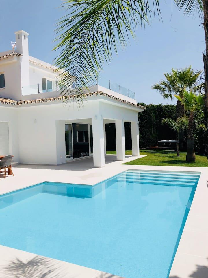 "Villa in ""PUERTO BANUS"""