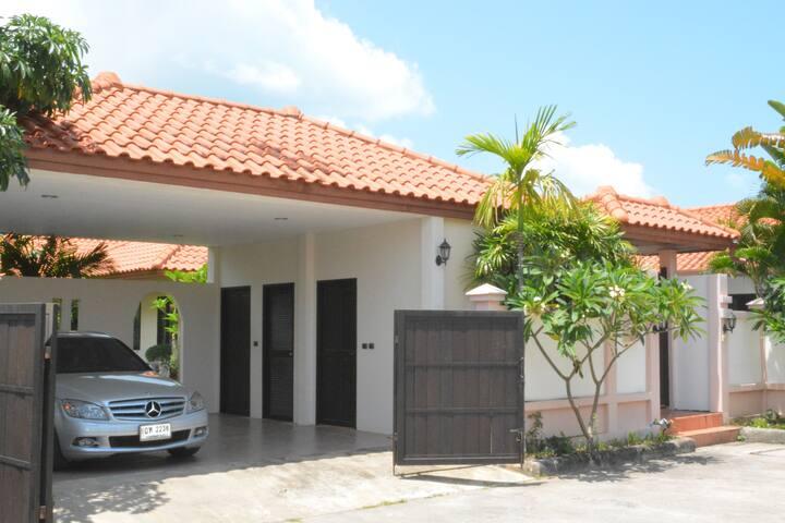 3 bd Villa 300m beachfront Pattaya - Pattaya - Dom