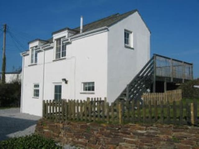 Arnold Cottage - Saint Merryn - House