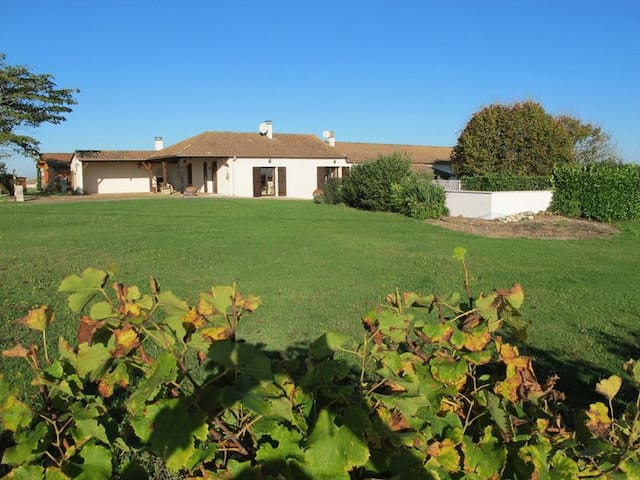 Farmhouse Gite Garrou & Vineyards - Saussignac - Rumah