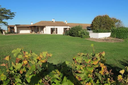 Farmhouse Gite Garrou & Vineyards - Saussignac