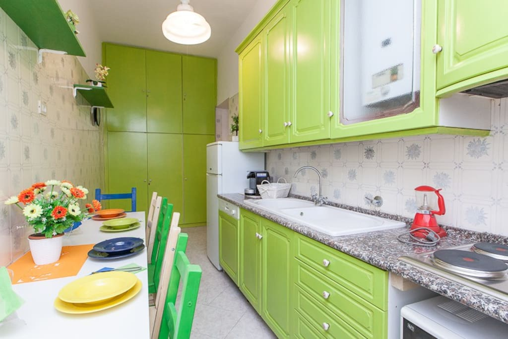 Kitchen, at your disposal for convenient breakfasts or tea time.