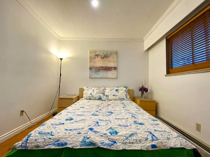 L3 Comfortable Queen Size Bed Private Room