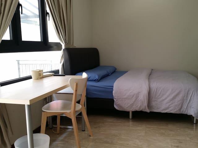 1min walk to MRT, 1Double Bed for 1-2px,Quiet&Cosy