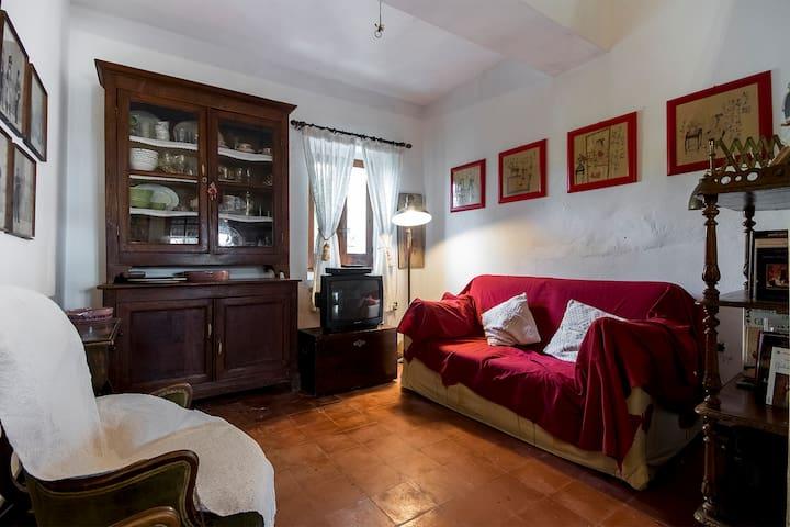 """Tipica """"casa carlofortina"""" . - Carloforte - Hus"""