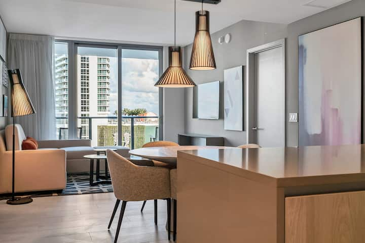 NEW 2 BR * in Hollywood w Breathtaking Views 3105