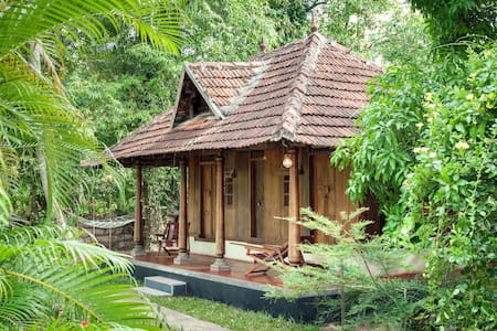 Typical teakwooden Kerala Cottage - Ház