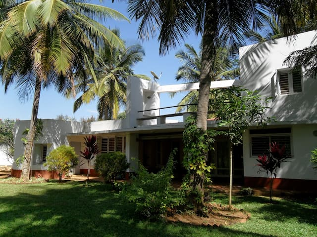 Bedroom in Villa with large garden - Bangalore - Vila
