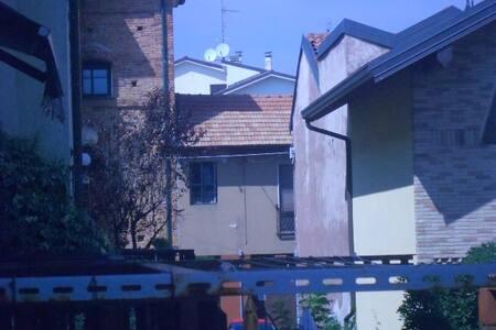 In villetta 2 stanze - Bareggio  - Ev