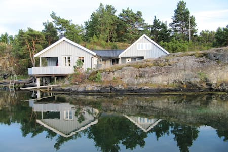 Cottage by the sea, good standard - Tvedestrand - Sommerhus/hytte