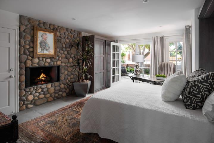 Bedroom 7 - Queen Bed, Rock wall, Fireplace, 48' Curved Smart TV, Work/ Study Desk, Ensuite full bathroom