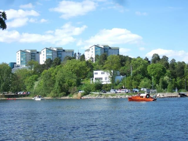 Family-friendly, 10 min from city - Solna - Daire