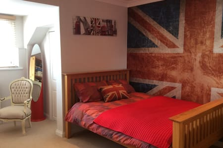 Lovely double room in penthouse apt - Portsmouth - Huoneisto