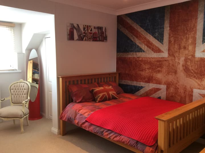 Lovely double room in penthouse apt