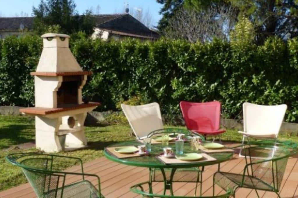 repas extérieurs des les beaux jours sur la terrasse ...