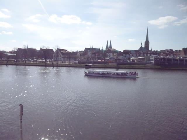 Fabriketage mit Siebentürme-Blick - Lübeck - Wohnung