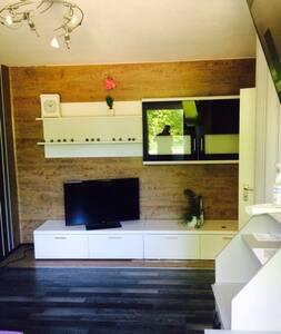 gemütliches, ruhiges Zimmer 1A Lage - Haan - Lägenhet