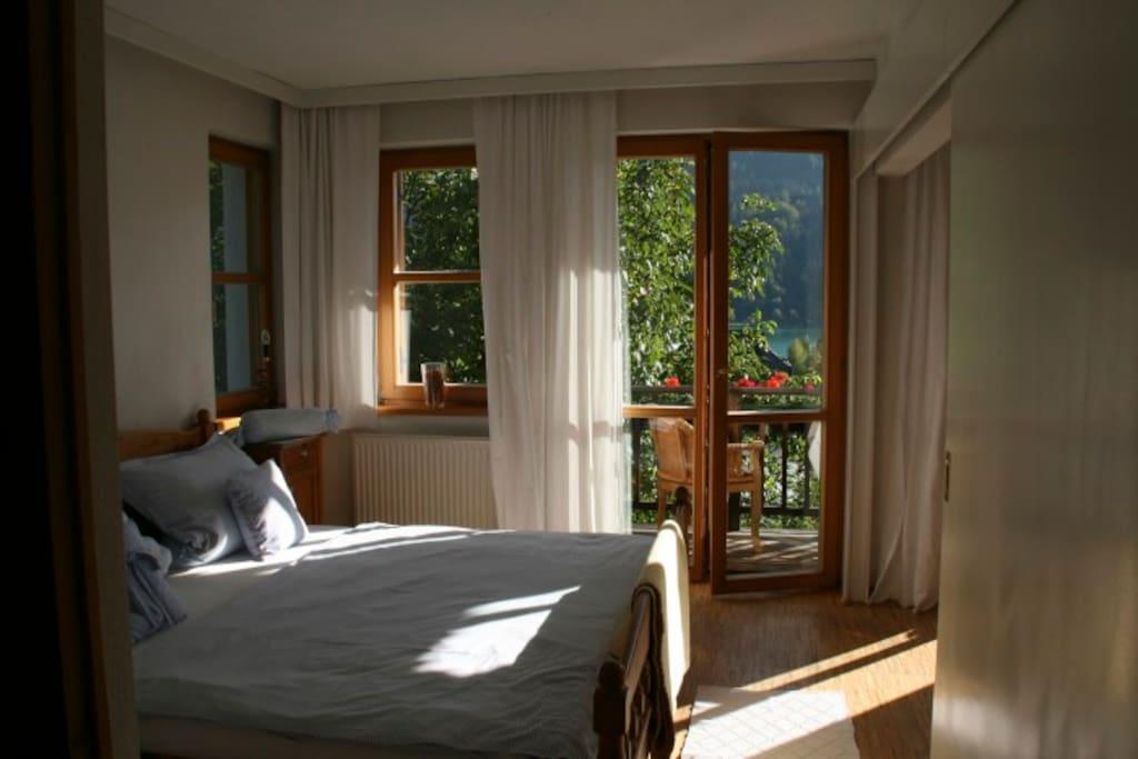 Schlafzimmer der Balkonwohnung.