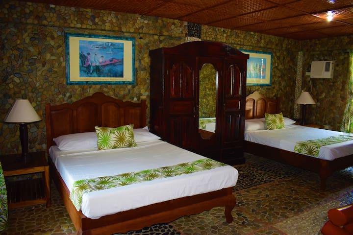 """Stoney Beach Resort""  Chill & Feel D Sea Breeze"