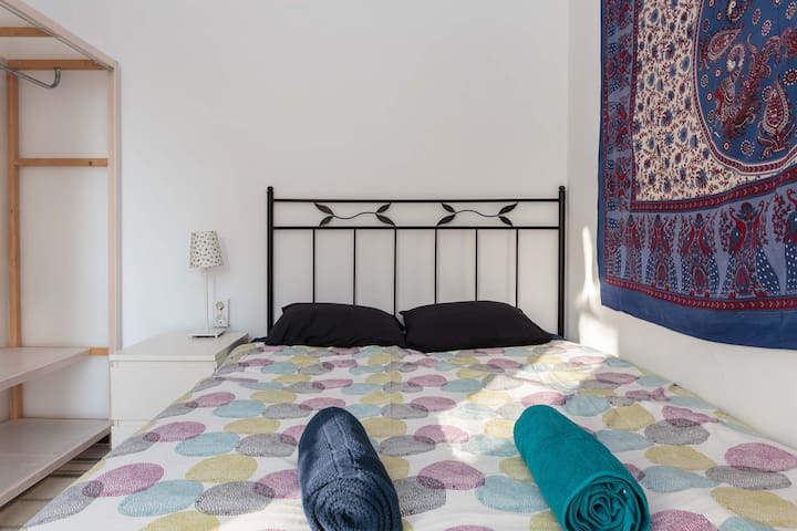 Double room with Balcony next to Ramblas & Beach - Barcelona - Apartment