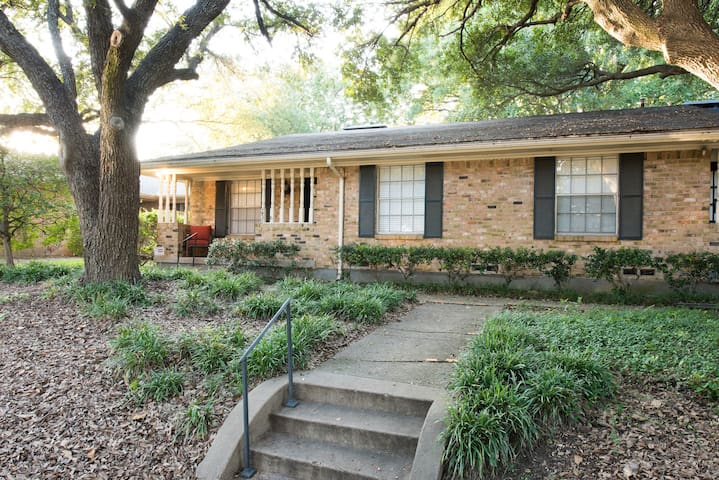 Adorable Dallas Home in Lakewood/White Rock area
