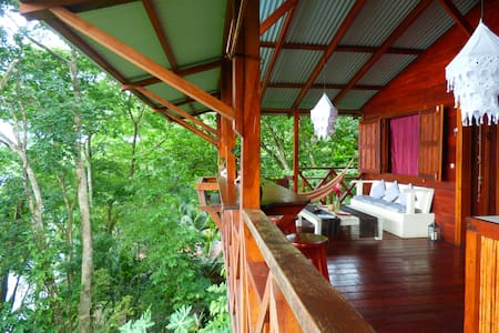 Jungle Hill EcoHouse FREE breakfast - Bastimento - Haus