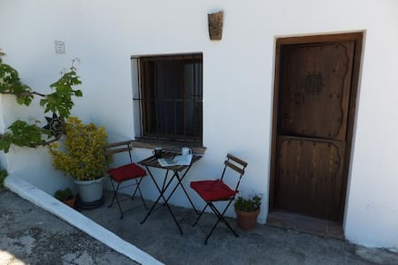 Small apartment in former Bodega - House