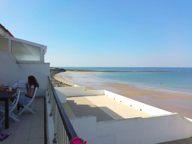 Villa familiale, sur la plage, ambiance bateau