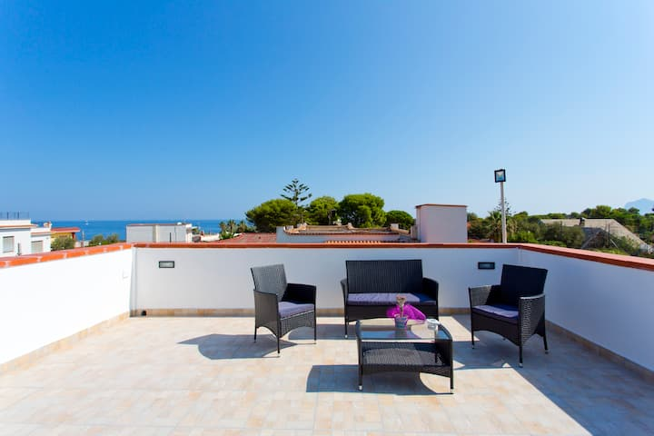 Villa con terrazza-Residence privato sbocco a mare