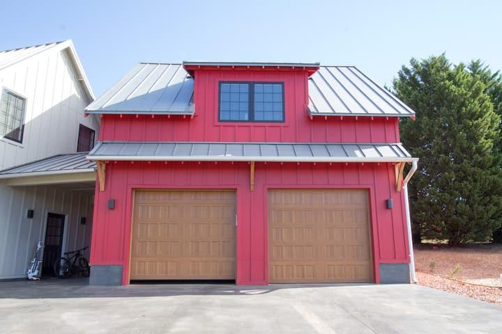 The modern farmhouse Red Apartment