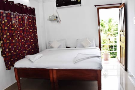 North Harriet View Home Stay With Deluxe Double Room with Balcony