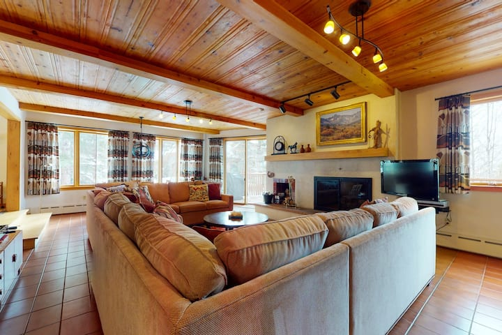 Charming Home at the Base of Vail Mountain w/Pool Table, Full Kitchen, Fireplace