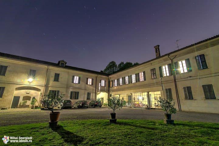 Appartamento in dimora storica - Bareggio - Lejlighed