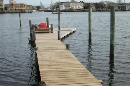 Bayfront home on protected cove LBI - Ship Bottom - Casa
