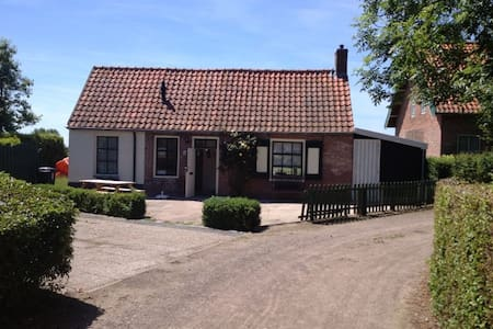 Cottage with a beautiful view - Oostkapelle