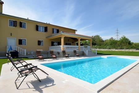 Luxury Villa (308m2) with big Pool - Kršan