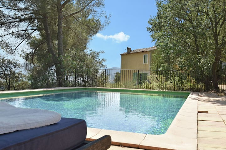 Villa con encanto en Lauris sur de Francia con piscina privada