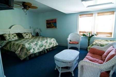 Private Room with King Bed - Manteo - Manteo