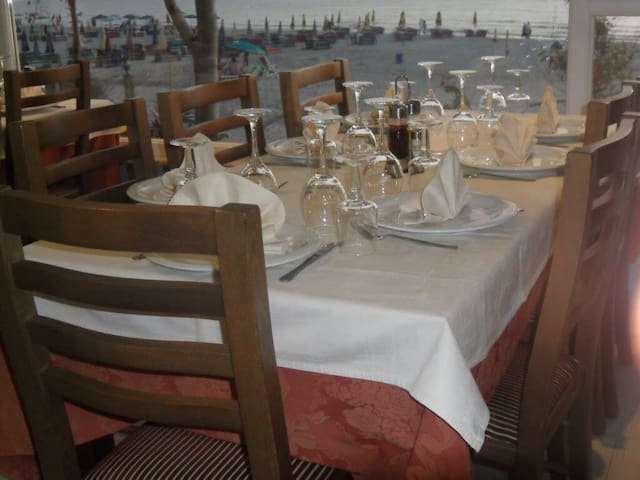 HOTEL-BAR-RESTORANT ELESIO 1992 - Kavajë