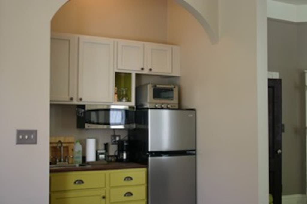 Kitchenette in entry room.