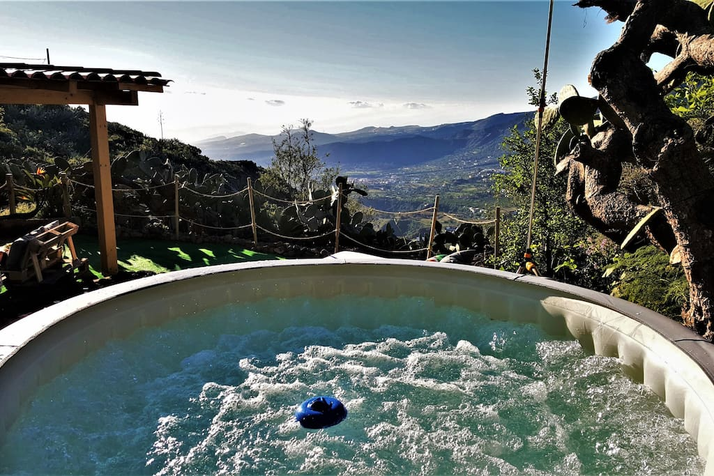 rural cave house el refugio de miguel jacuzzi. Black Bedroom Furniture Sets. Home Design Ideas