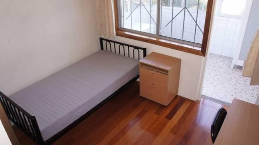 Single private room in Randwick unlimited Internet