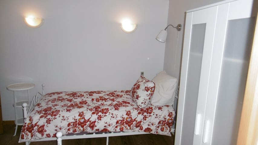 Riverside Gardens B&B Aircon 2 singles central Limoux