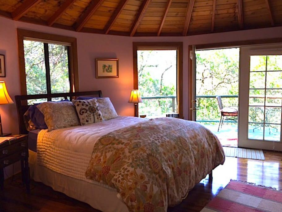 Queen bed in Bella Luna Treehouse