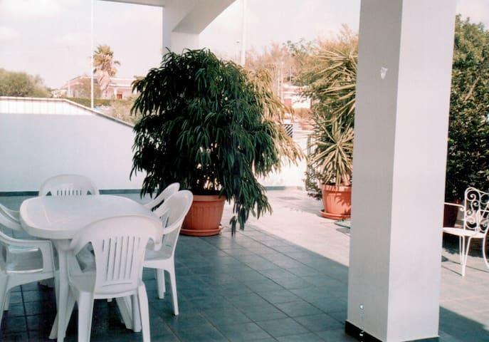 Villa 6/8posti + 3 posti auto - Marina di Mancaversa - Villa